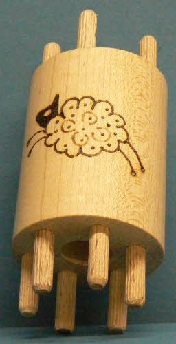 Double ended bobbin with 4/6 wooden pegs